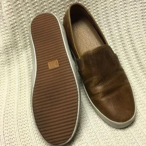 Frye Dylan slip on leather shoes
